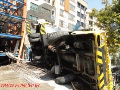 سقوط جرثقیل در خیابان خیام تهران