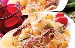 طرز تهیه سالاد آسیایی با پنیر سرخ شده و نودل