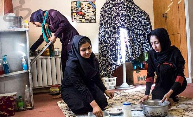عکس: در خوابگاه دانشجویان دختر ایرانی چه می گذرد